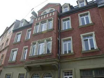 Erstbezug nach Sanierung: Schöne 3-Zimmer-Wohnung in zentraler, ruhiger Lage mit Fußbodenheizung!