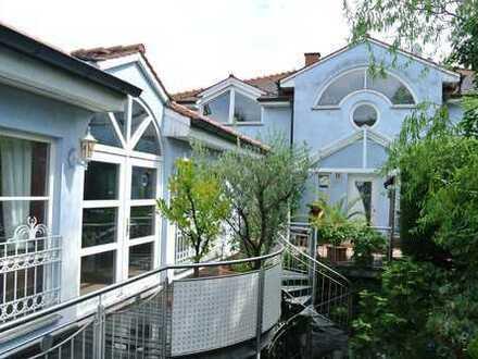 2 Häuser zu verkaufen! Über 300qm Wohnhaus und Gewerbeeinheit mit Swimmingpool & Garten in Heddeshei