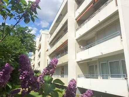*FÜR SONNENANBETER* lichtdurchflutete 3 Zimmerwohnung, Balkon, TG, gute Anbindung zur A8;
