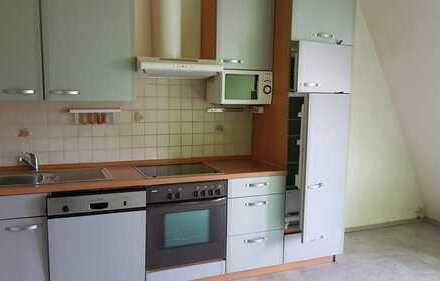 Preiswerte 2-Zimmer-Dachgeschosswohnung mit Einbauküche in Duisburg