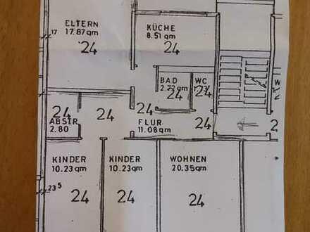Wohnen im Grünen - 4-Zimmer-Wohnung , Balkon und Garage in Böblingen