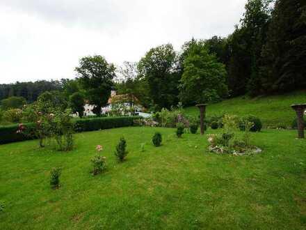 Idyllische Erdgeschosswohnung incl. Einliegerwohnungen mit großem Garten am Waldrand im Naturpark...