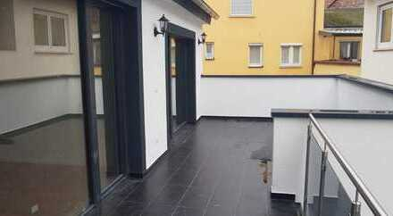 !! ERSTBEZUG !! 3,5 Zi.-Whg. mit Einbauk., Fußbodenheiz., Parkett, Balkon, Garage + Außenstellplatz
