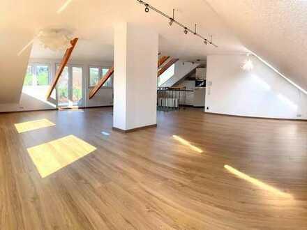 Großzügige, Licht durchflutete 2-Zimmer-Dachwohnung mit Blick auf Kandern mit Küche und Stellplatz