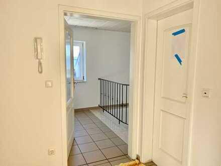 Für Gewerbetreibende: 3-Zimmer-Wohnung mit Geschäftsraum