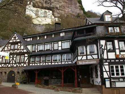 Hotel mit Restaurant und Wohnhaus