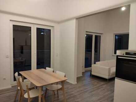Moderne 2-Zimmer-Wohnung in DHH mit offenem Grundriss und Dachterrasse - teilmöbliert