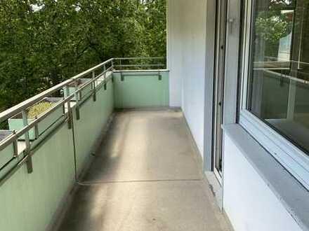 Helle 2ZKBB in verkehrsgünstiger Lage und schönem Balkon!