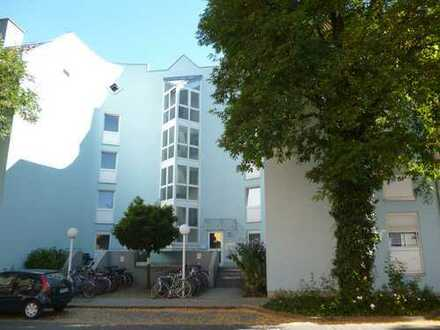 **Erstbezug: Neu top renovierte 2-Zimmer-City-Wohnung**