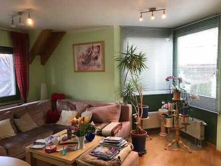 Tolle 2 Zimmer Wohnung im 1:OG mit Einbauküche, Balkon, Keller und TG-Stellplatz