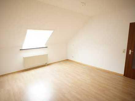 +++ neu sanierte 2-Raum-Dachgeschosswohnung mit Einbauküche +++