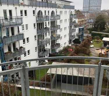 Exklusive, modernisierte 2-Zimmer-Wohnung mit Balkon und Einbauküche in Mainz