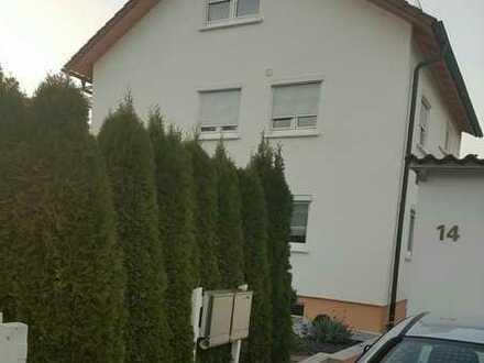 Vollständig renovierte 4-Zimmer-Wohnung mit Balkon und Einbauküche in Herrenberg