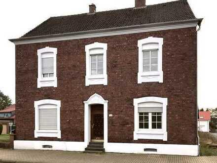 Klassischer Altbau - nutzbar als Ein- und Mehrfamilienhaus