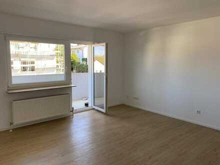 Exklusive, sanierte 2-Zimmer-Wohnung mit Balkon und Einbauküche in Sachsenheim