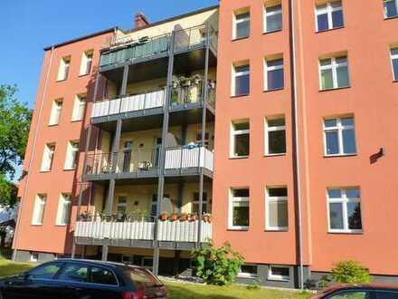 Charmante sanierte Wohnung in zentraler Lage mit Einbauküche, Wannenbad und Balkon