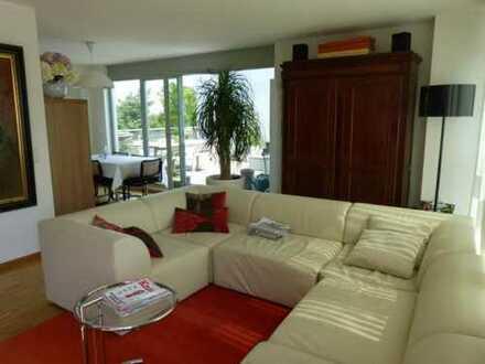 Neuwertige 4-Zimmer-Penthouse-Wohnung mit schöner Dachterrasse am Golfplatz in Fürth ab 01.03.2020