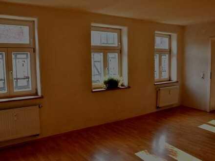 Großzügige 5-Zimmer-Etagenwohnung