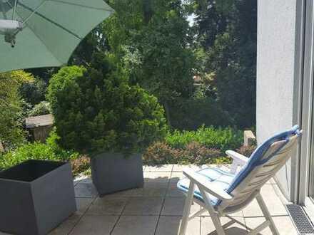 Grüne Oase mitten in der Stadt: Gehobene 3-Zimmerwohnung in Schlossnähe
