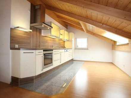 Neuwertige 3-Zimmer-Dachgeschosswohnung mit Balkon in Piding