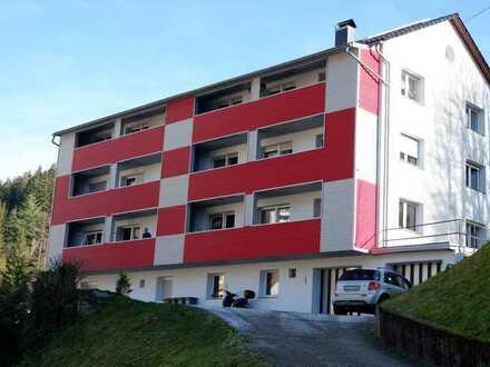 Schöne 3 Zimmer Wohnung im 2.OG mit EBK, Balkon und Stellplatz in 78148 Gütenbach, WM: 696,04€