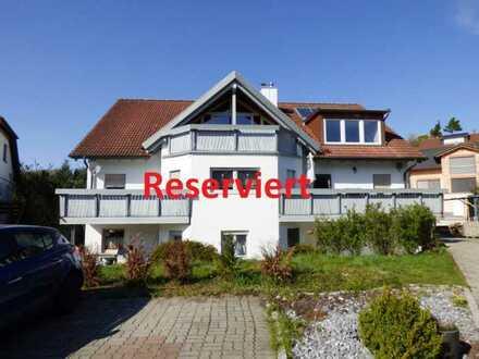 großzügig Wohnen - ruhige Lage - Gartenanteil -  neuwertige 3,5 Zimmer Dachgeschosswohnung