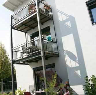 Helle neuwertige 2 Zi Wohnung in 9 Pateienhaus mit Aufzug, inkl. TG Stpl.