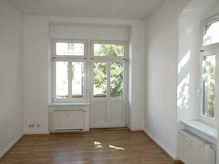 Wunderschöne, WG geeignete Zweiraumwohnung, frisch renoviert mit Einbauküche in Trachenberge...