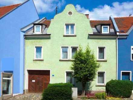 Charmantes Anwesen mit zwei Wohnhäusern im Stadtkern von Neustadt