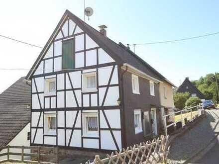 KLEIN ABER MEIN: Einseitig angebautes Fachwerkhaus mit Scheune, zwischen Nümbrecht u. Wiehl gelegen.
