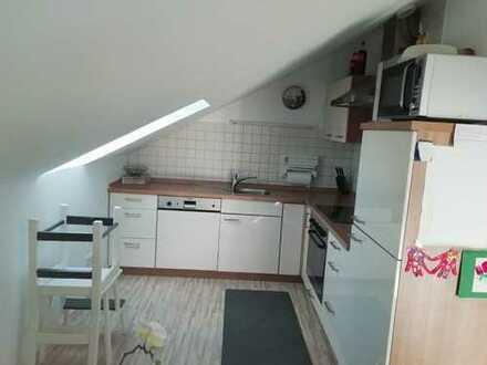 Gepflegte DG-Wohnung mit drei Zimmern und Balkon in Neumarkt
