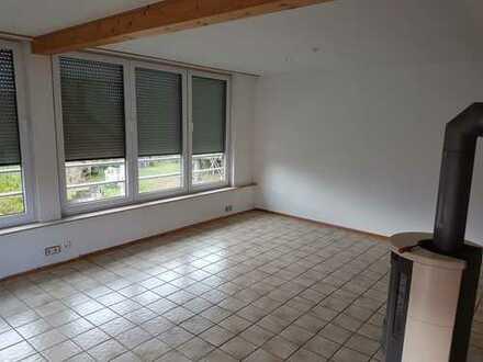 Gepflegte 2-Zimmer-DG-Wohnung mit Studio und Balkon in Rübgarten