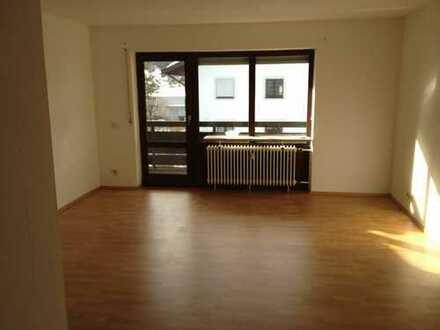 Stilvolle, geräumige und sanierte 1-Zimmer-Wohnung mit Balkon und Einbauküche in Bad Tölz