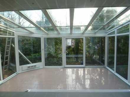 Sehr große helle 6 Zimmerwohnung mit Wintergarten und Garten