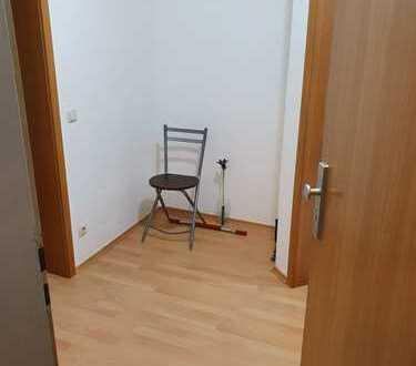 Stilvolle, gepflegte 4-Zimmer-EG-Wohnung mit Garten und EBK von Privat in Moosburg