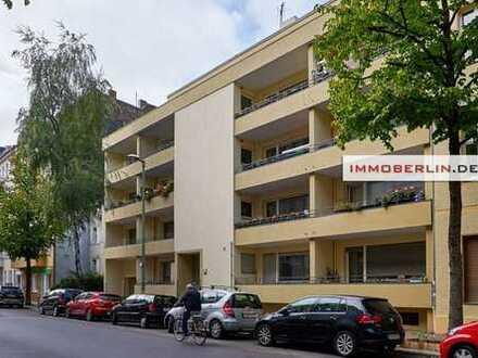 IMMOBERLIN: Trendlage! Feine Wohnung mit Balkon, Tiefgaragenplatz & Fahrstuhl