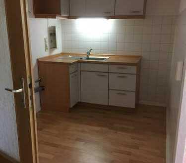 Kleine 3-Raum-Wohnung mit Küchenmöbel
