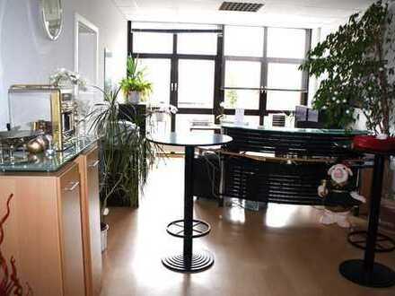 heller großer Büroraum ca.25 qm, gesamt 180qm, in zentraler Lage, in einer guten Bürogemeinschaft