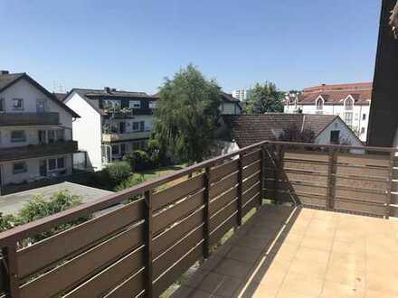 Helle 3 Zi.-DG. Wohnung mit Süd-Balkon in Bieber