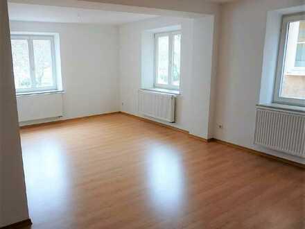 Sehr schöne 2 Zimmer Wohnung mit ganz viel Platz, direkt am Marktplatz!