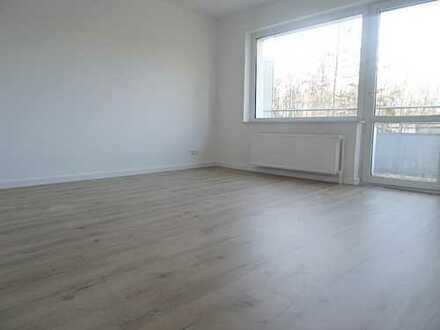 Grundlegend renovierte 2,5-Zimmer-Wohnung mit Balkon !