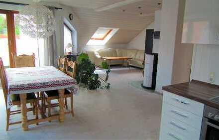 Neuwertige 3,5-Zimmer-Dachgeschosswohnung mit Balkon und EBK in Weilheim an der Teck