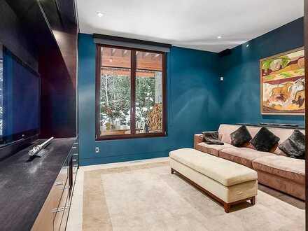 Very Quiet high design apartment (with indoor car park).
