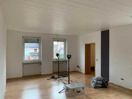 schöne helle 2-Zimmer Wohnung