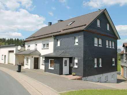 Facettenreiche Immobilie mit Doppelgarage in Benfe!
