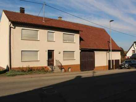 Älteres, großes Wohngebäude mit zwei Wohnungen und Ökonomieteil auf 1.489 m² - Option für MFH