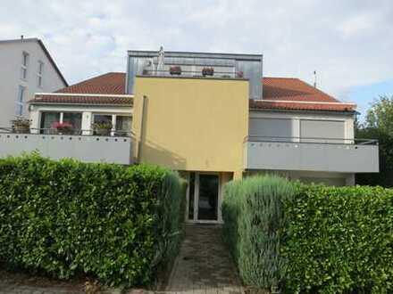 Exklusive, neuwertige 4,5-Zimmer-Wohnung mit Balkon und EBK in Ludwigsburg (Kreis)