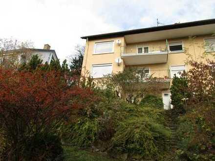 Schöne, helle 3 Zimmerwohnung in herrlicher Aussichtslage mit Balkon und PKW-Stellplatz