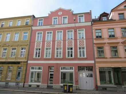 Ladenlokal mit ehemaligem Wohnbereich (Küche, Bad, Balkon!) zum kurzfristigen Bezug