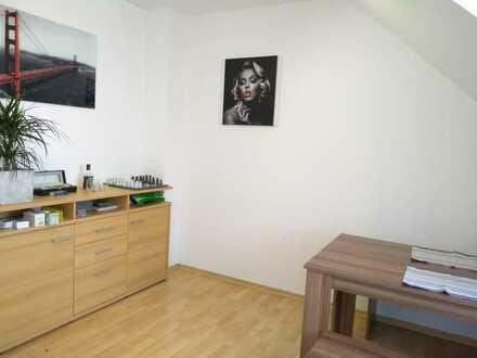 Schönes Zimmer in Wohnung die für 2er WG geeignet ist